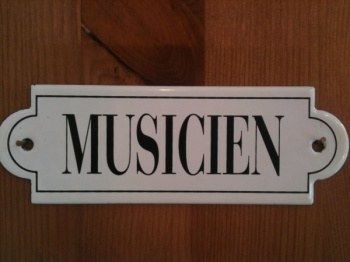 French enamel sign - Musicien